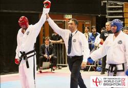 Juan Cruz Di Leo ganando en Combate
