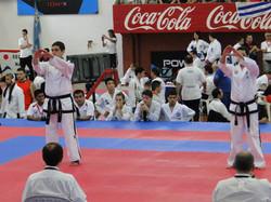 Facundo González en formas