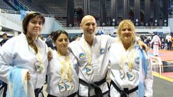 Parte del Team Yusan con 8 medallas