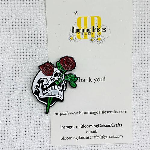 Skull w/Rose Needle Minder for Cross Stitch, Creepy Magnet