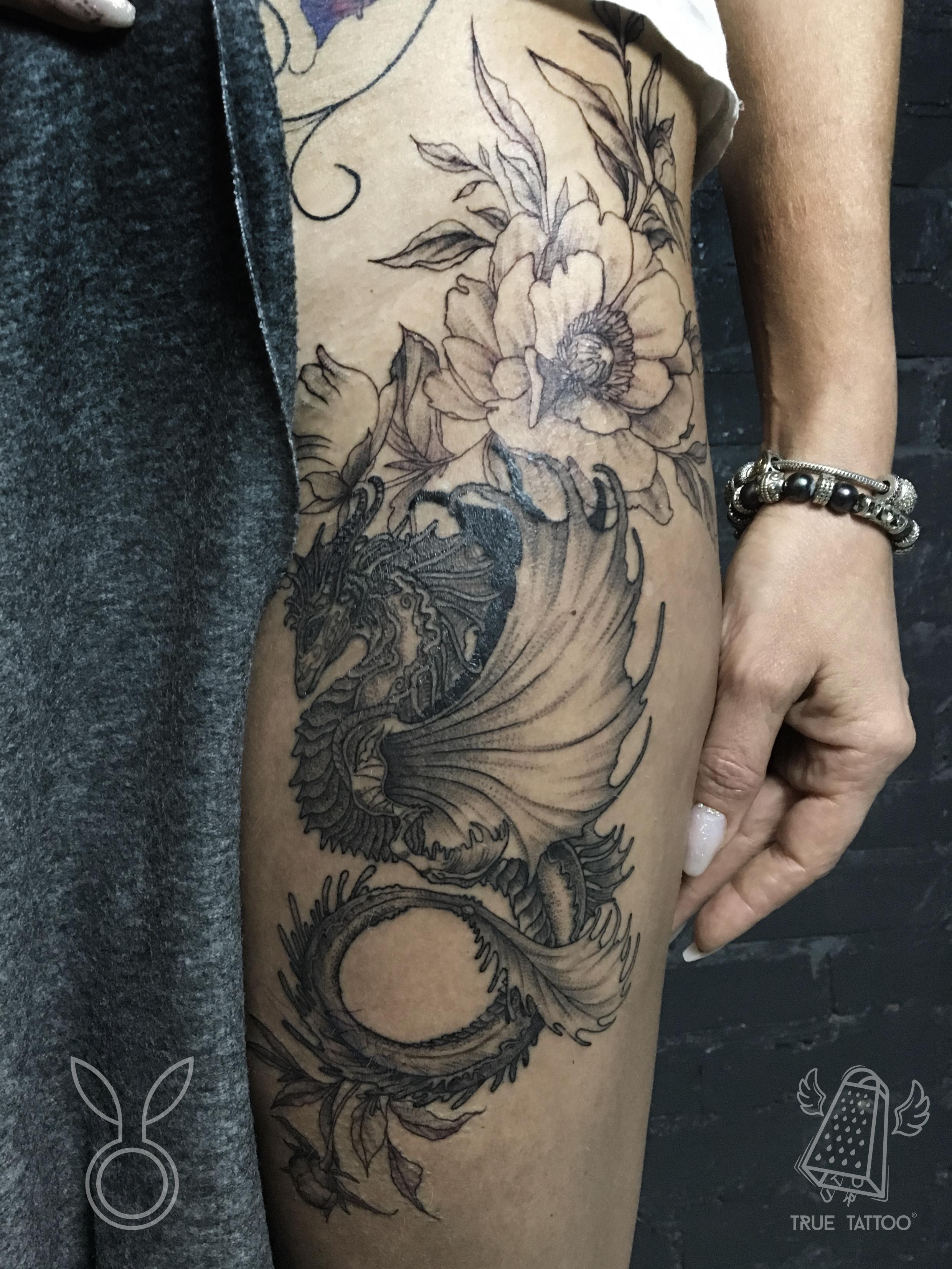 женское тату на ноге