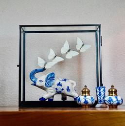 Olifant met witte vlinders