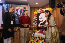 Shallu-Jindal-Lamp-Lighting-Mahatma-Award-2020.JPG