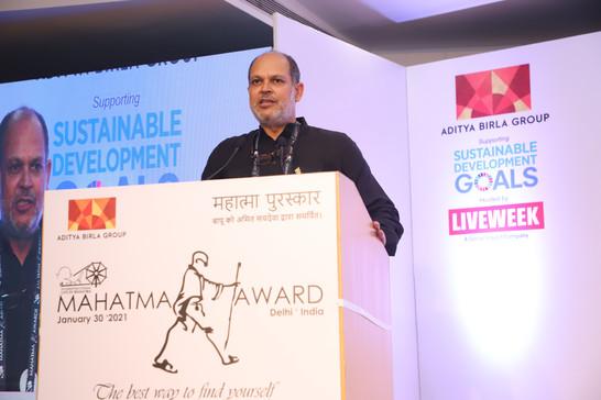 Amitji-founder-mahatma-award-speaking.JP