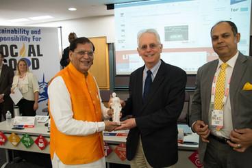 Mahatma_Awards_New_York_Receiving_Awards