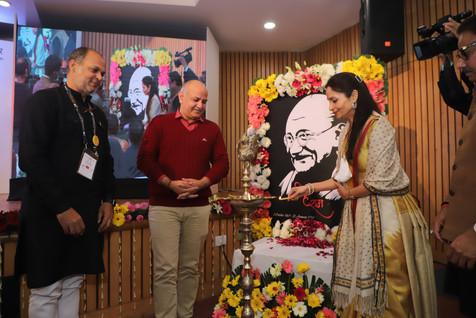 Shallu-Jindal-Lamp-Lighting-Mahatma-Awar