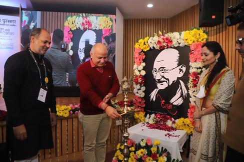 Manish-Sisodia-Lamp-Lighting-Mahatma-Awa