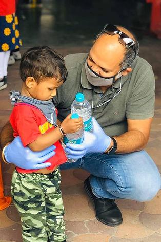 Amit-Sachdeva-CSR-Man-of-India-giving-wa