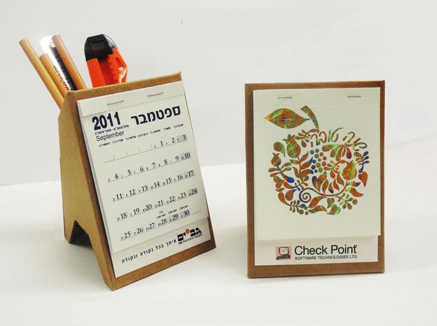 XII מעמד לוח שנה מחזיק עפרונות תשעג 2