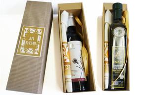 יין 375 מל' או שמן זית 500 מל' עם שקית אפיקומן במארז מגירה