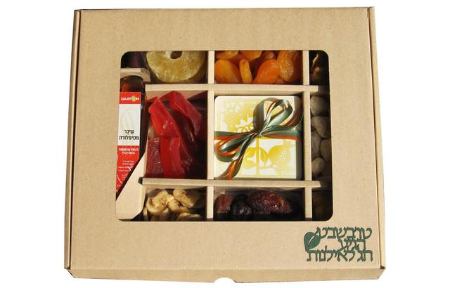 מארז פירות יבשים עם תחתיות וליקר פירות