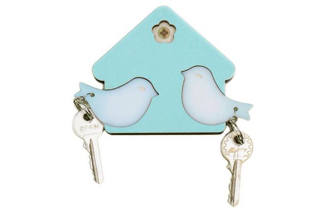 מתלה מפתחות עם מחזיקי מפתחות בצורת צפורים