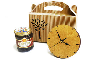 מארז שעון שולחני מעץ  וצנצנת חרוסת