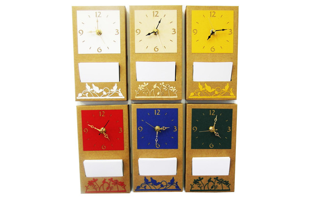 שעון קיר עם ממו מקרטון עם עיטורים בחיתוך לייזר