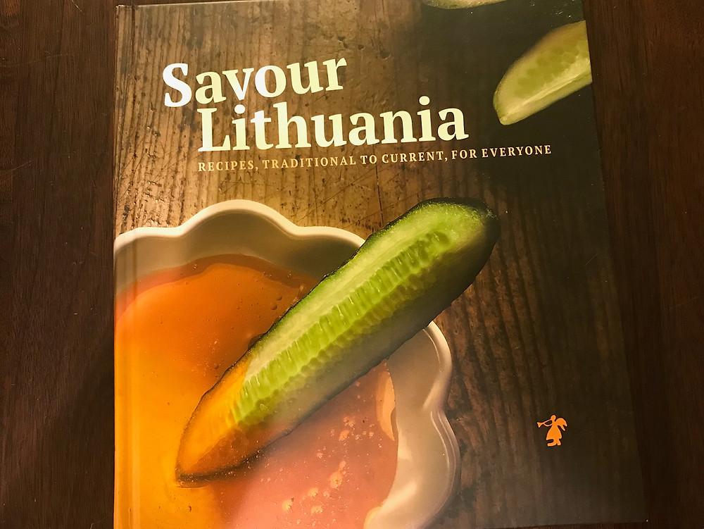 中はモダンなリトアニア料理本。