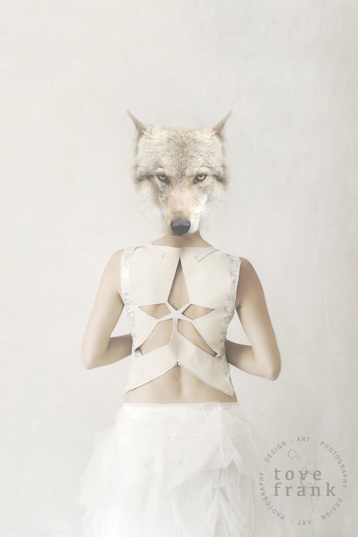 THE WOLF GIRL_1050x700 px