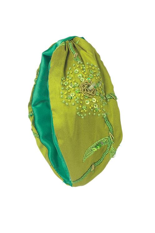 Diadema de seda verde bordada con nudo verde