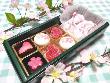 春爛漫!桜と苺のスイーツセットを、工房前販売で見本展示します。