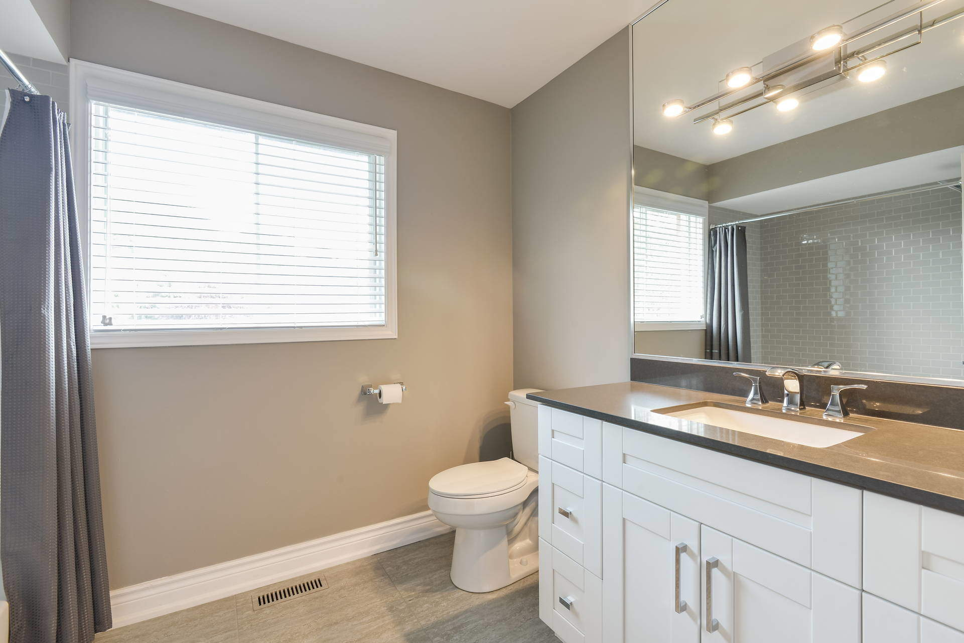 024-Upstairs Bath