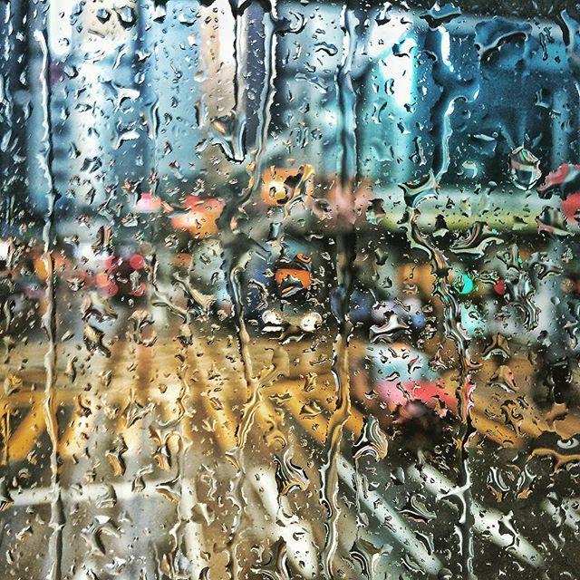 #Repost_・・・_Amber rain signal in a tramw