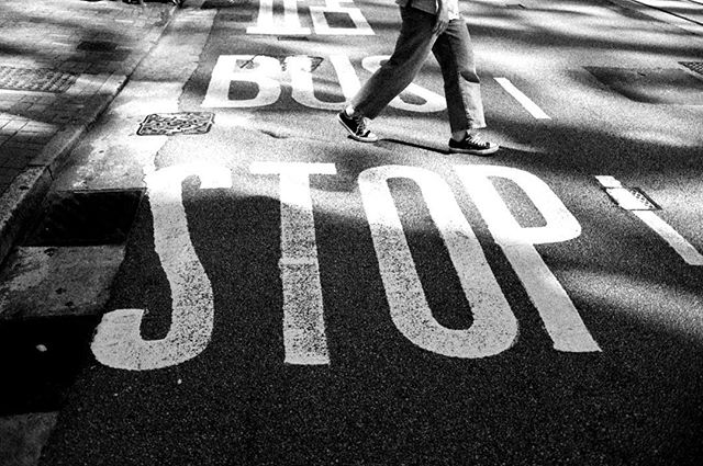 Bus stop_#hongkong #streetphotography #b
