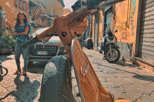 Vespa 🛵 _#napoli #italia #streetphotogr
