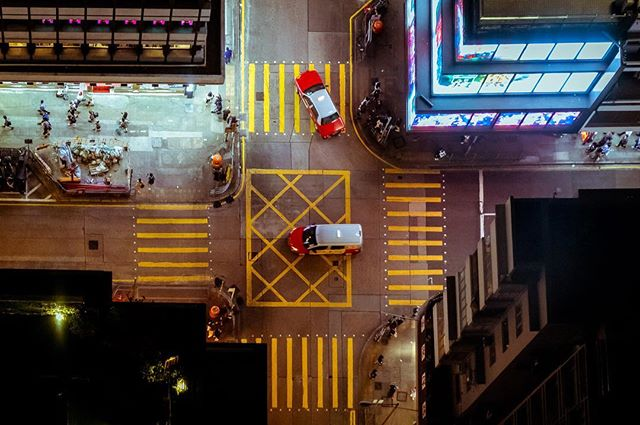 Night crossings_#hongkong #streetphotogr