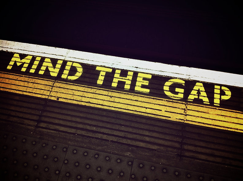 mind-the-gap-1876790_1920.jpg