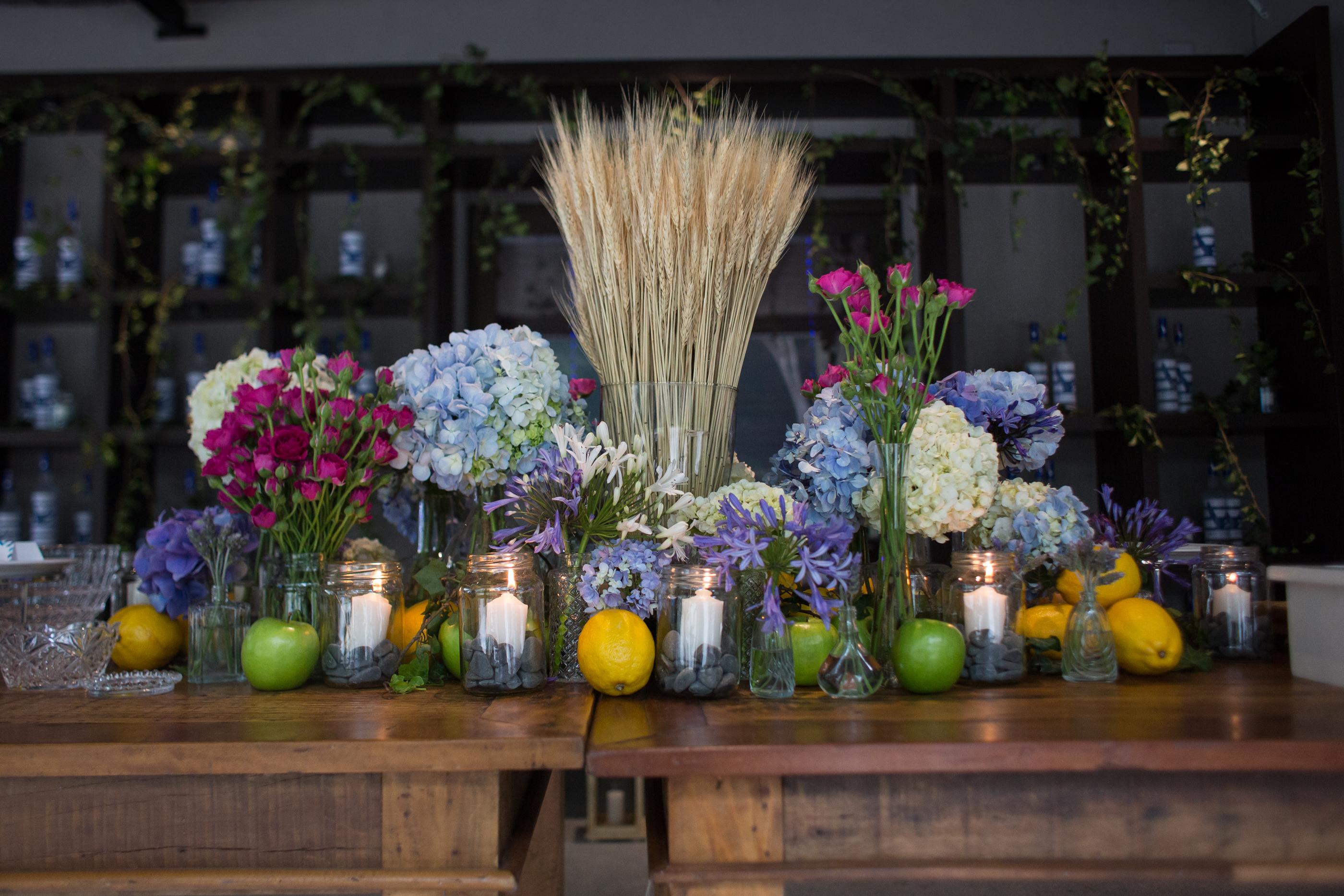 Caminho de Flores em Mesa de Almoço