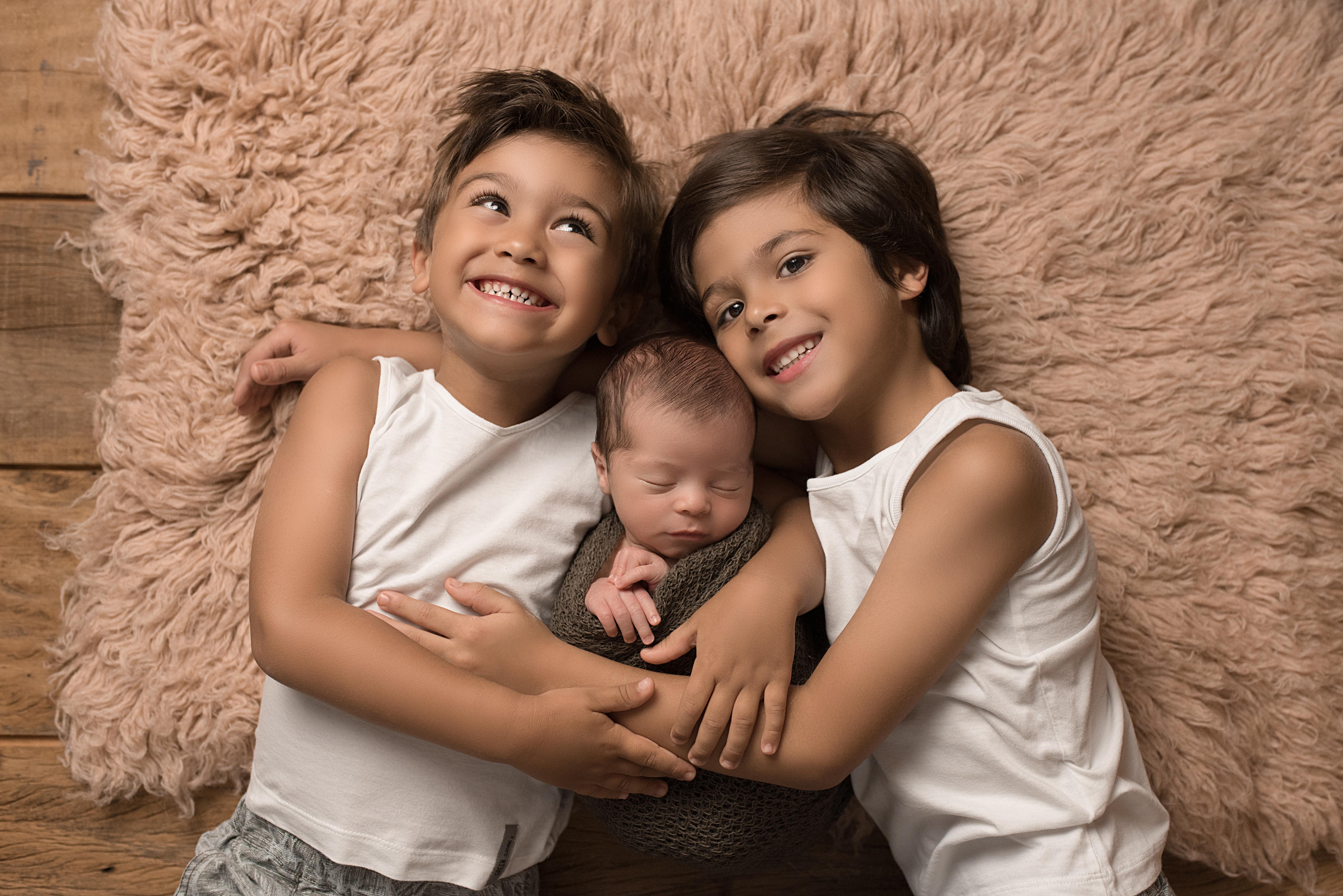 Newborn com irmãos