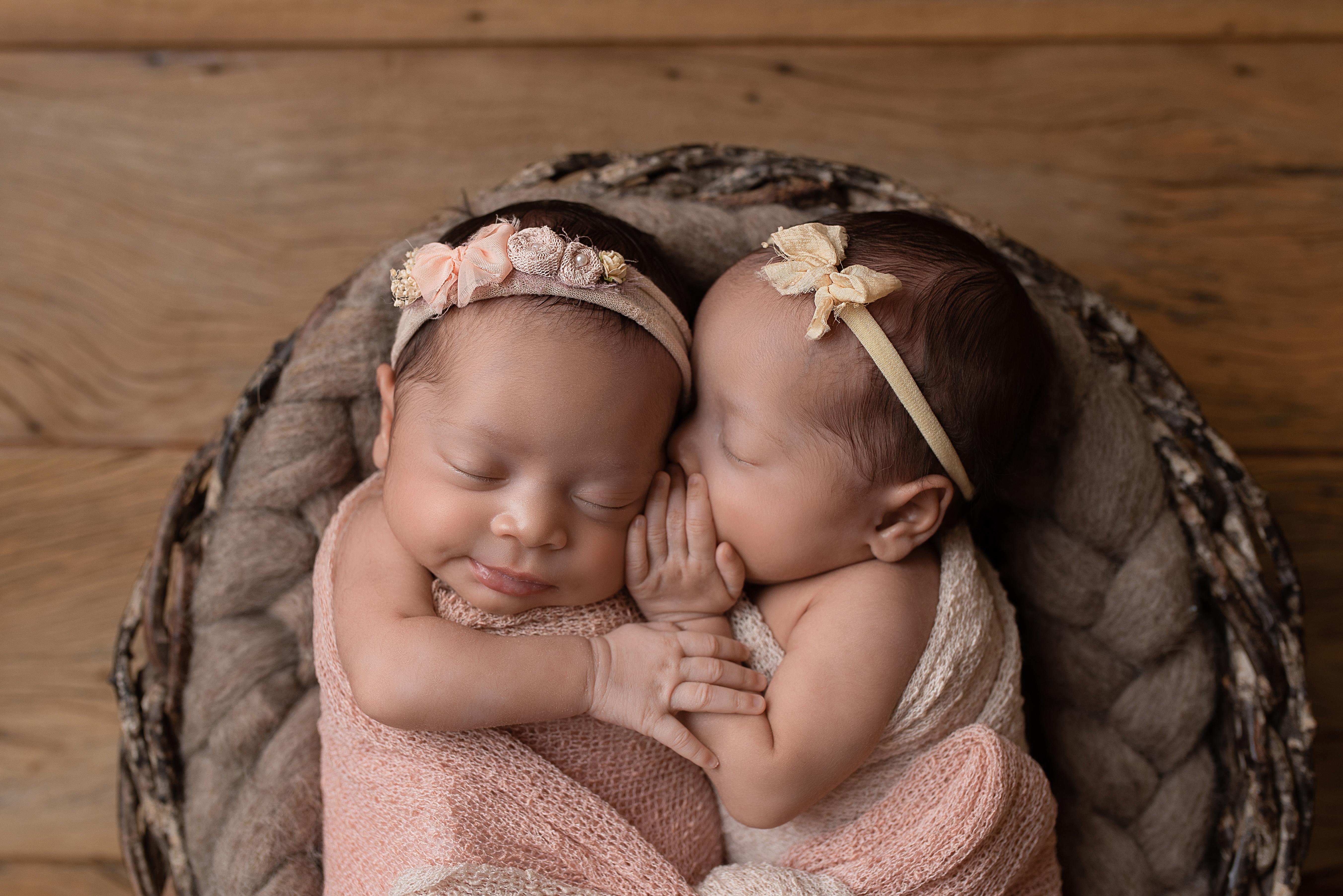 Newborn gêmeos
