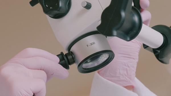Mikroskop_zahnarztpraxis_Loeblich