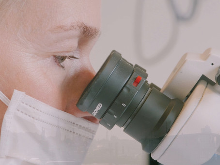 Wurzelkanalbehandlung mit Mikroskop