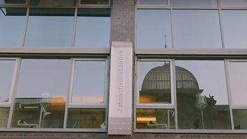 Praxis_Fenster_aussen.jpg