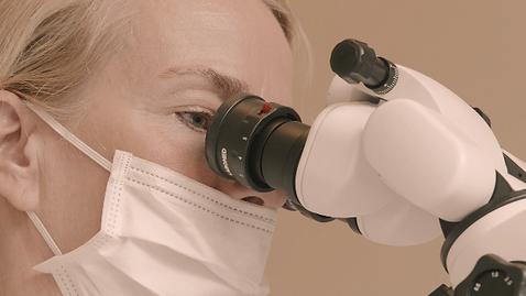 Dr_Antja_Schueler_Schmoock_Mikroskop