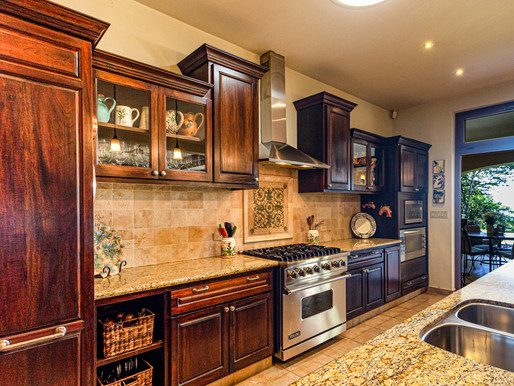 Replacing or Refacing? Which is the Right Choice for Your Kitchen?