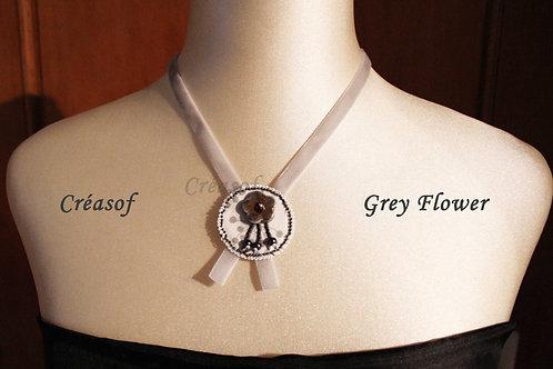 Collier Grey Flower