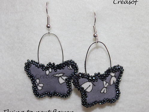 """Boucles d'oreille 'Flying to a next flower"""""""