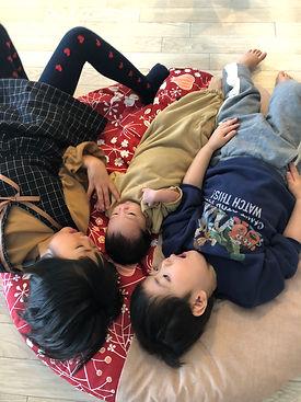 妹誕生記念♡3人きょうだいでパチリ。成長の記録に。