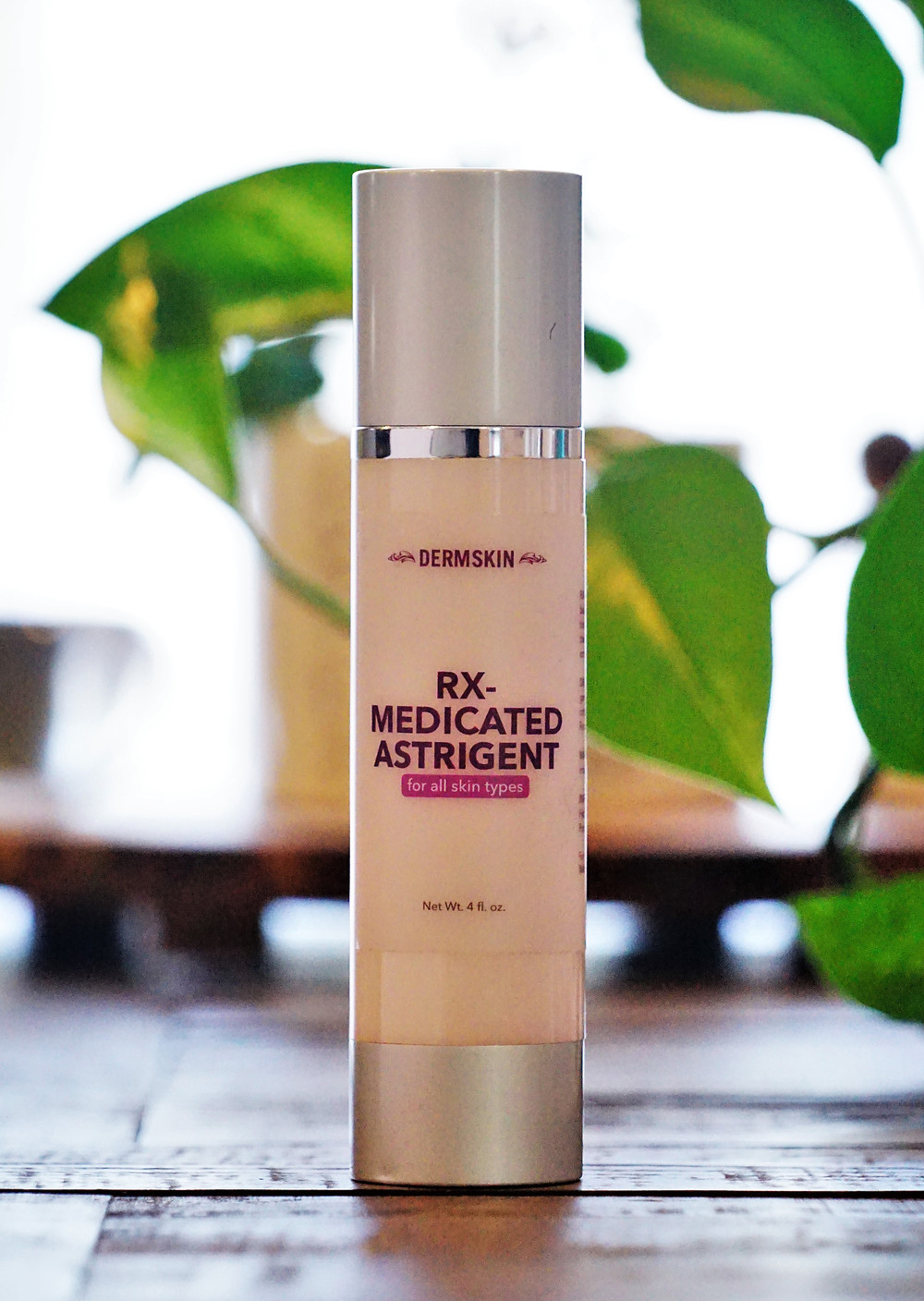 Dermskin USA Astringent is especially formulated for deep cleansing of clogged pores.