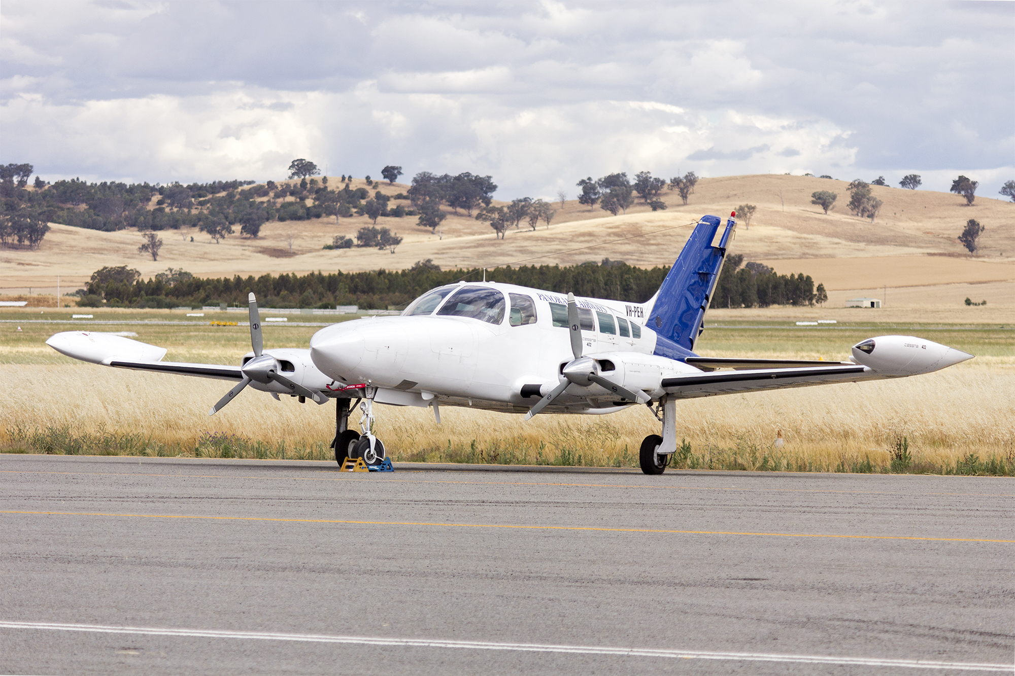 Panorama_Airways_(VH-PEH)_Cessna_402B_