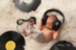 nouveau-ne-avec- casque-audio.png
