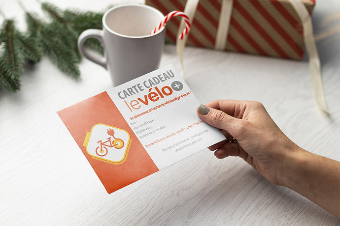 Mockup-Noël-Carte-cadeau-levélo+.jpg