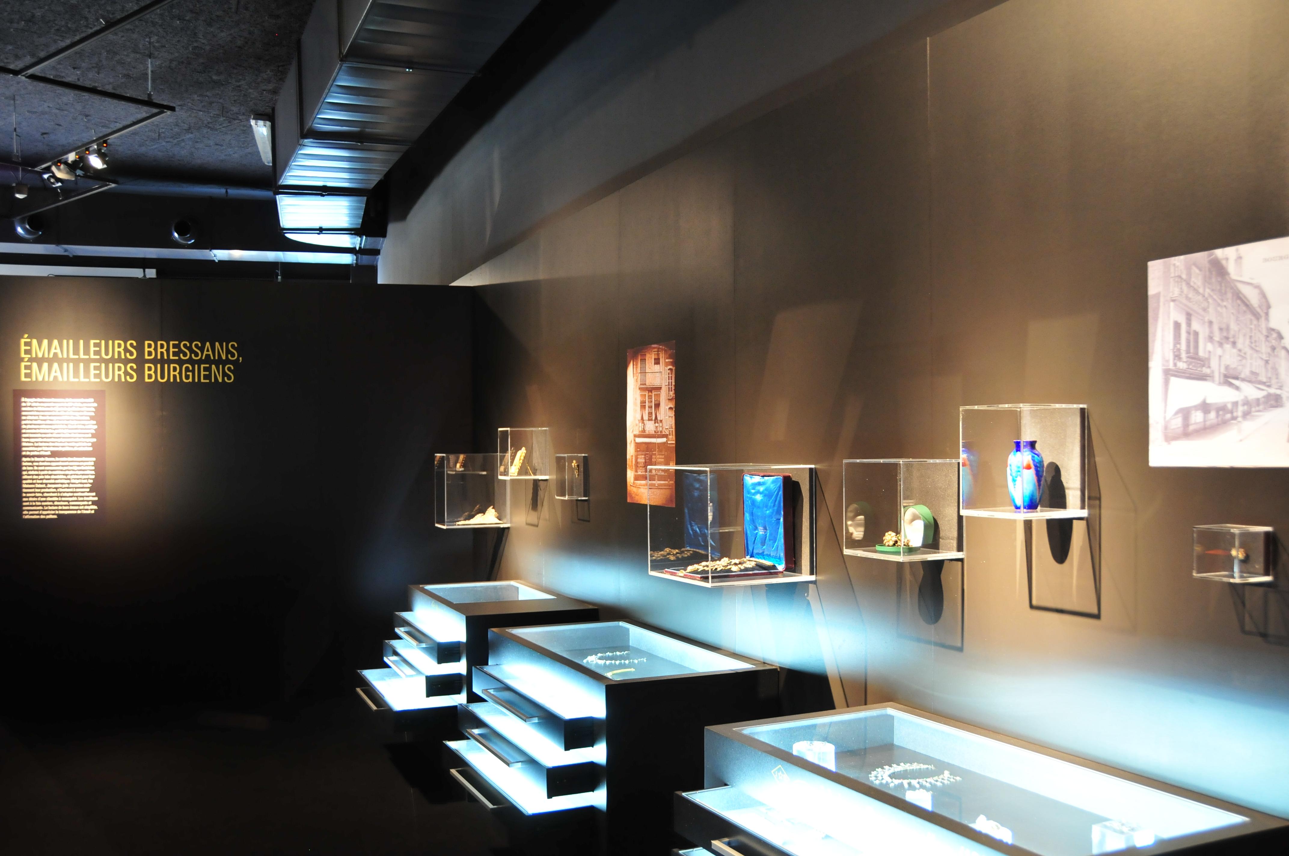 Musée_de_la_bresse_Domaine_des_Planons_Emaux_bressans_010