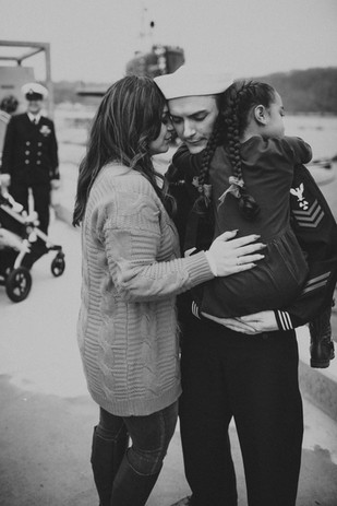 Family greets sailor after a long deployment