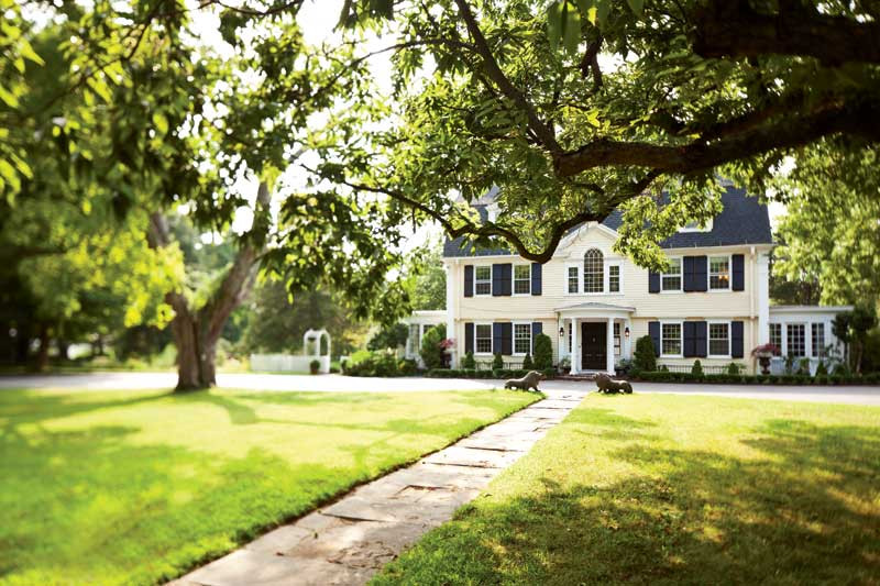 The Bee and Thistle Inn, a dreamy location for weddings, vacation stays, and family photo sessions