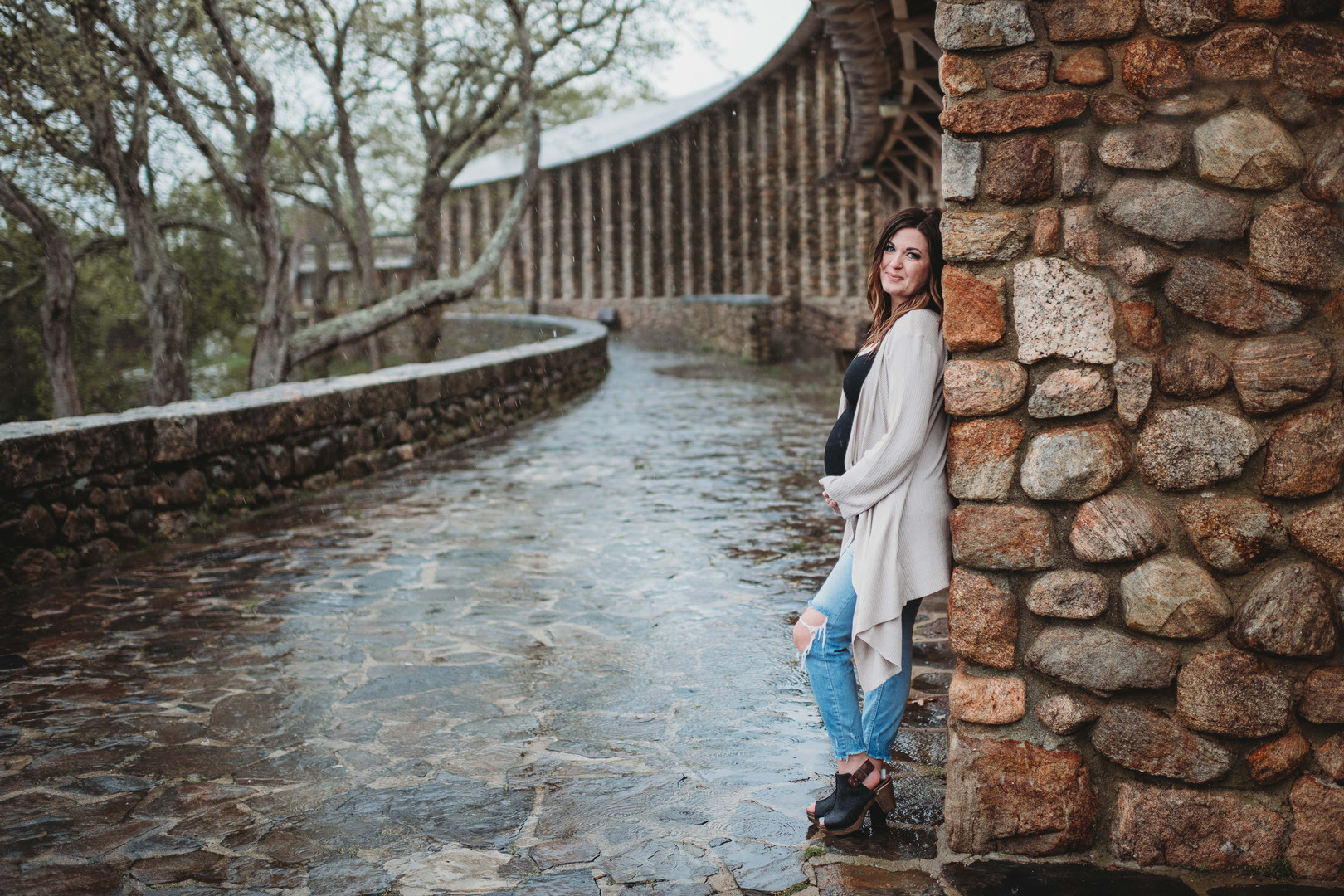 Beautiful maternity photos on a rainy day   Old Lyme Connecticut