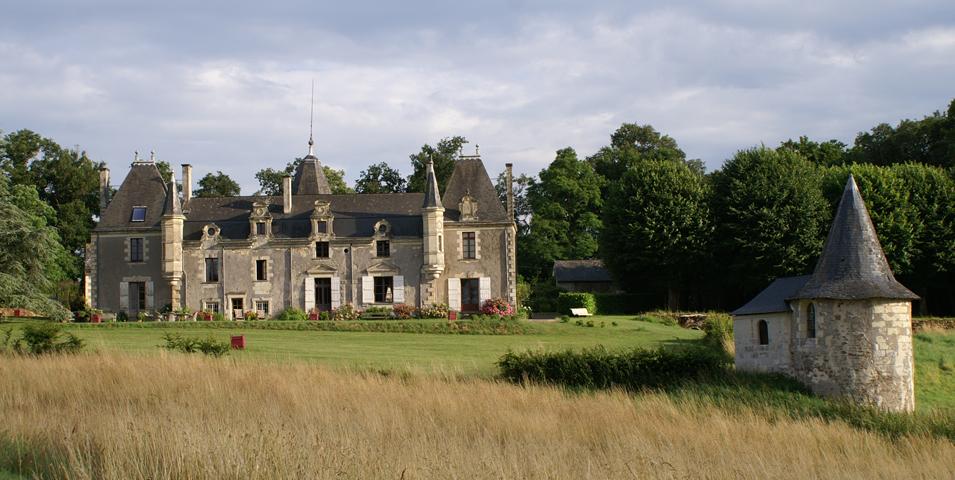 chateau-de-la-giraudiere-la-maison.png