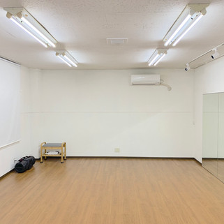 レンタルスタジオLoulou(ルル)室内 壁面ミラー