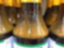 瓶の肩口に溜まっているのは果汁の成分で、 柑橘の香りの元で果汁が多い証です。
